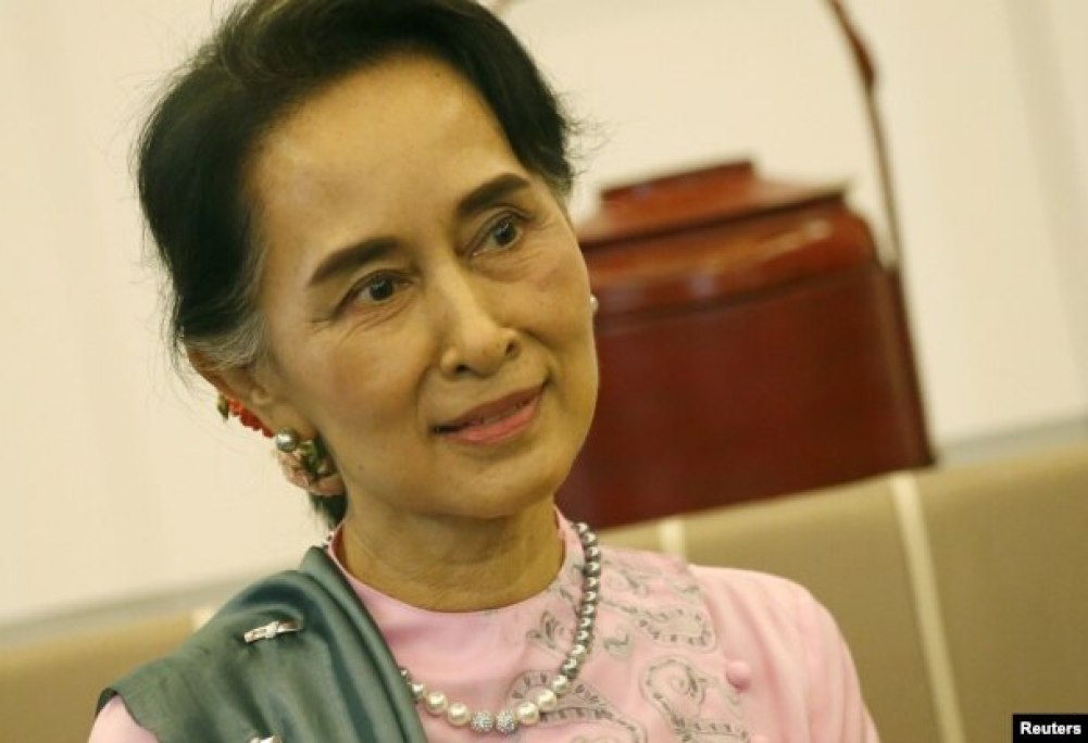 FILE - Myanmar Foreign Minister and State Counselor Aung San Suu Kyi is pictuired in a Bangkok airport in June 2016.