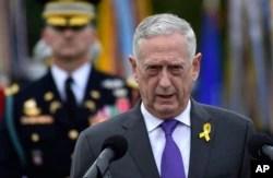ARCHIVO - El Secretario de Defensa Jim Mattis habla durante una ceremonia en el Pentágono en Washington, el 21 de septiembre de 2018.