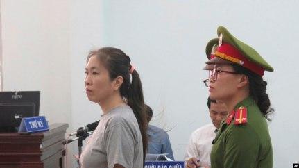 Blogger Mẹ Nấm tại phiên tòa ở Khánh Hòa, ngày 29/6/2018.
