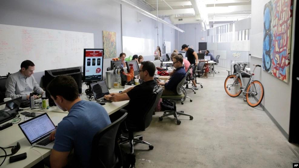 Hình minh họa - Các nhân viên làm việc tại một công ty ở Silicon Valley.