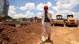 Quân đội Trung Quốc đã yêu cầu ngưng dự án được chính quyền thành phố Phòng Thành Cảng phê duyệt vào ngày thứ hai xây dựng công trình này hồi tháng Hai.