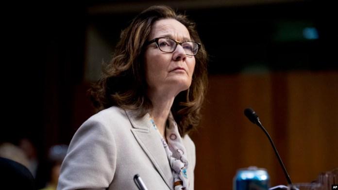 Gina Haspel presta juramento como la primera mujer directora de la Agencia Central de Inteligencia, CIA, el lunes, 21 de mayo, de 2018.