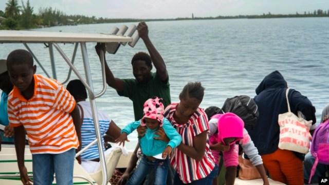 Evacuaciones, tiendas y gasolineras vacías en Florida y Bahamas por huracán Dorian