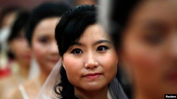 Trong những năm gần đây, hàng ngàn cô dâu được đưa vào Trung Quốc mỗi năm từ các nước láng giềng, như Thái Lan, Campuchia, Lào, Việt Nam, Miến Điện và Bắc Triều Tiên để thỏa mãn nhu cầu của những nông dân ế vợ.