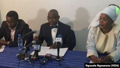 Loamba Moke, président de l'ADHUC plaidant pour l'abandon de cette mesure, à Brazzaville, le 27 avril 2017. (VOA/Ngouela Ngoussou)