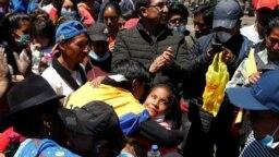 Indígenas y sindicalistas han pasado de organizar las protestas callejeras a la mesa de elaboración de un nuevo decreto que contribuya a equilibrar la economía.