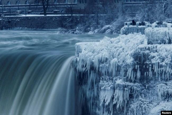 Cataratas del Niágara congeladas en el lado canadiense en el sector de Horseshoe Falls. January 3, 2018.