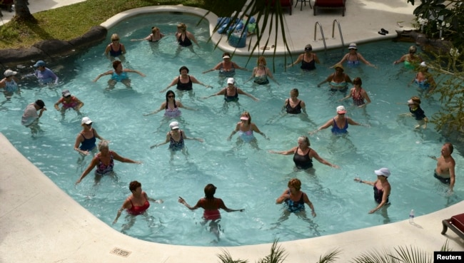 People do water exercises at a resort in Barbados March 2014. (REUTERS/Philip Brown)