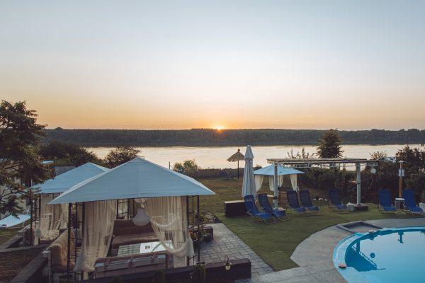 vila danube lux sa bazenom na obali dunava (13)