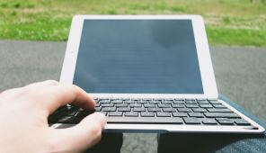 QODE-Thin-Type-Tastaturhülle-für-das-iPad-Air-2