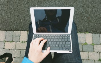 QODE-Thin-Type-Tastaturhülle-für-das-iPad-Air-5