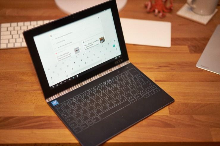 Lenovo Yoga Book 360°-Scharnier in Aktion