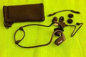 Im Lieferumfang: Ohrhörer, verschiedene Ohrstücke, USB-Kabel und Transportsäckchen