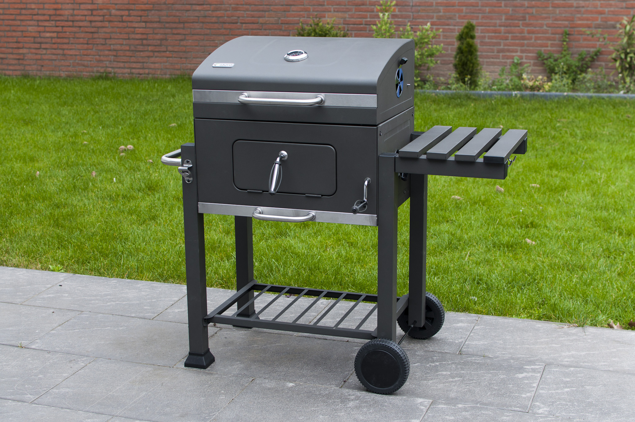 Tepro Toronto Holzkohlegrill Grill : Barbecue smoker tepro toronto einbrennen holzkohlegriller