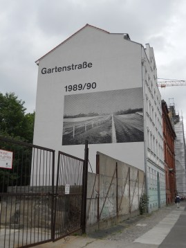 Mural with image of Wall as it was at Gartenstrasse/ Bernauerstrasse in 1989 (2011, author's photo)
