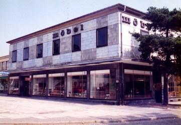 A furniture store on Eisenhüttenstadt's Leninallee (photo: editor, 1996)