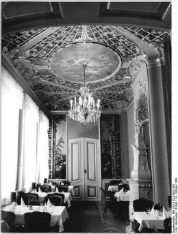 Photo of restored Rose Room, part of the Wine Restaurant housed in the newly recreated Ermeler House taken in Oct. 1969. (Photo: Bundesarchiv 183h-1025-0002-001)