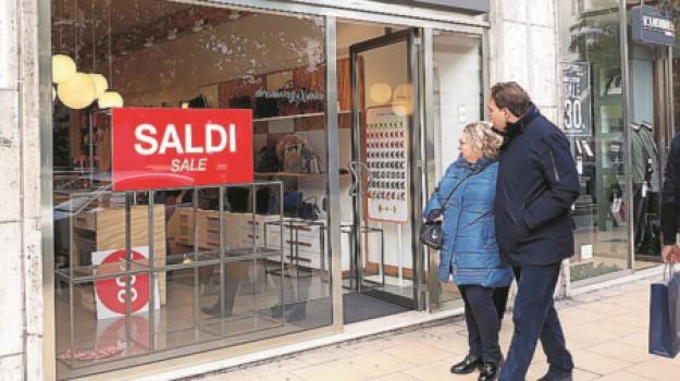 I saldi di fine stagione arrivano in anticipo a Messina negozi deserti  Giornale di Sicilia