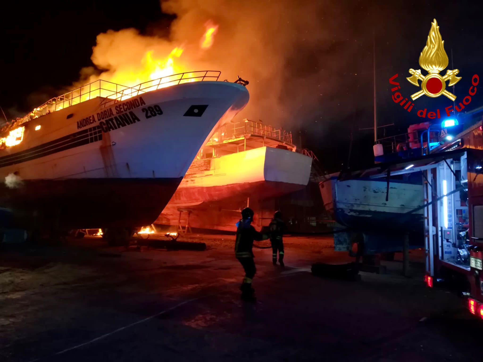 Incendio in un cantiere navale di Portopalo di Capo Passero, aperta un'inchiesta  - Giornale di Sicilia