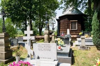 Cmentarz przy cerkwi w Nowicy