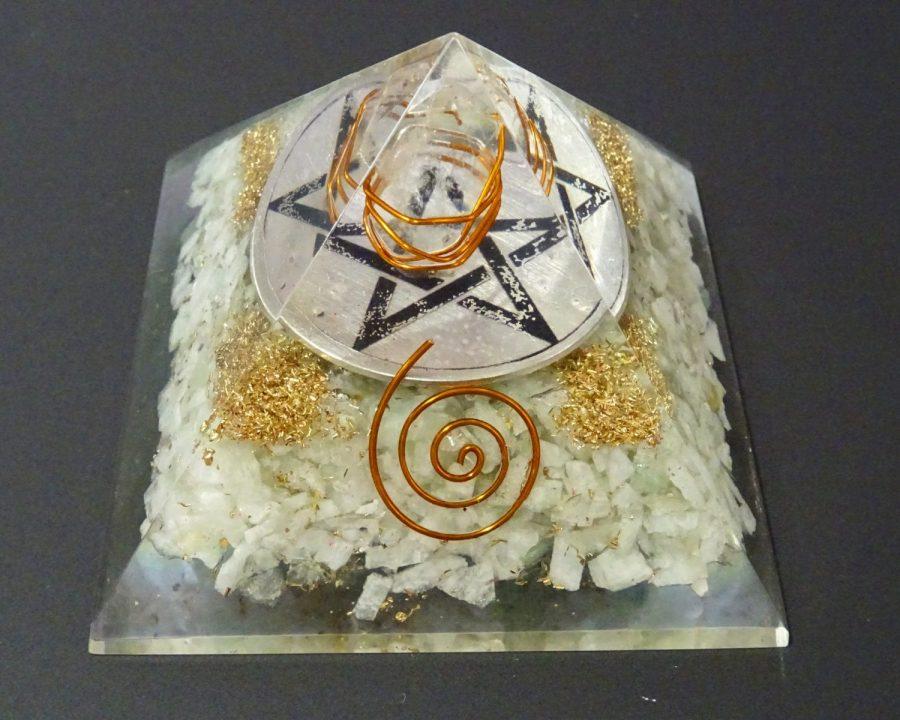 Piramide orgonica con pentacolo