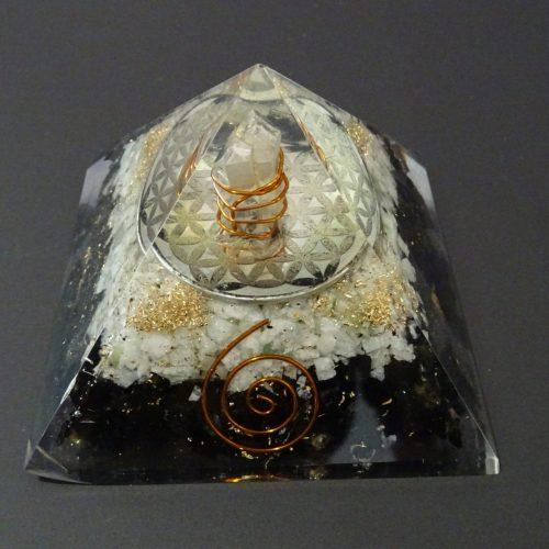 Piramide Orgone fiore della vita