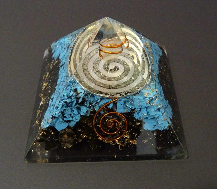 Piramide orgonica con spirale