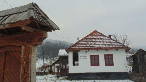 Lacu-Casa Satului (Faluhaz)