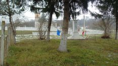 Geaca-Legii-Monumentul eroilor + Biserica ortodoxa
