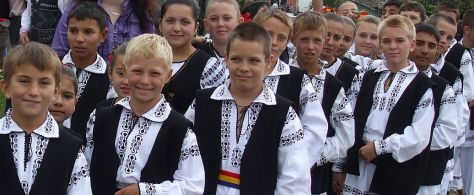 Mociu_child_folk_dancers-detaliu1