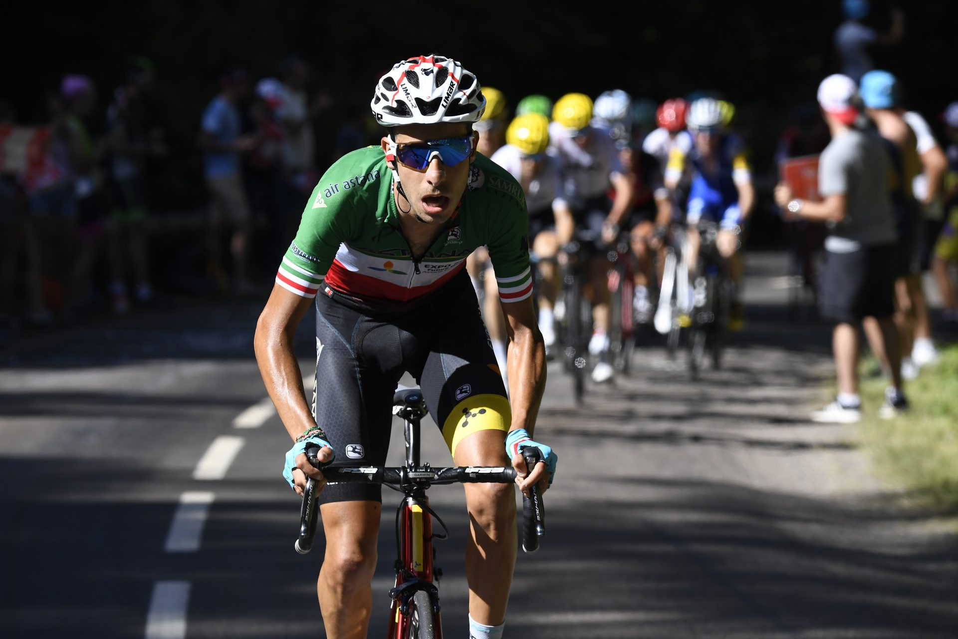 Stage winner Fabio Aru of Italy breaks away from the group of favorites 8c889f9fb