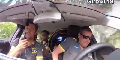 Video: Panic as Jumbo-Visma team car stops for toilet break just as Roglic suffers mechanical