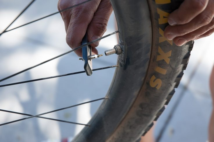 Snēk Cycling Launches the Lifeboat Tire Lever 4