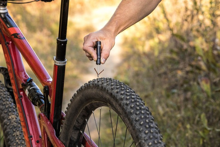 Wolf Tooth Components EnCase System Hides All the Tools Inside Flat or Drop Bars 4
