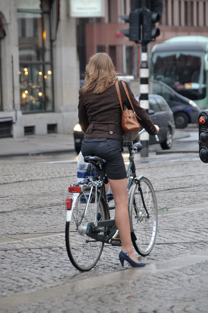 Women Bike Hack How To Cycle In A Skirt Without Flashing
