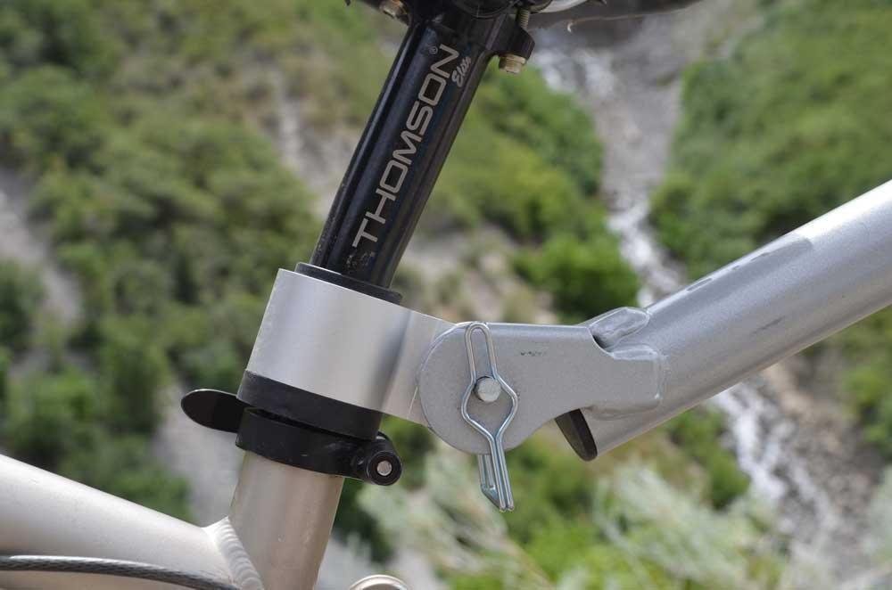 WeeHoo Attaching to Bike