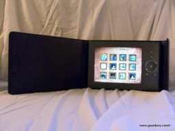 "Review: Digital Foci 8"" Portable Digital Photo Album PBK-080"