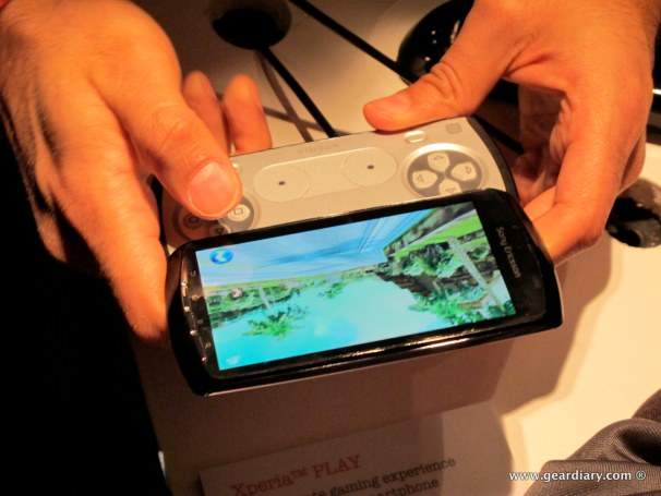 geardiary-chipchick-sony-ericsson-mobile-word-congree-pro-neo-play-93