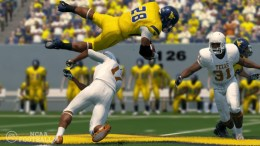 GearDiary NCAA Football 14 on PlayStation 3 Review - Physics Driven Animation and Ultimate Team Mode