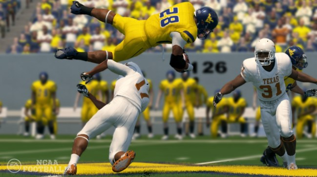 NCAA Football 14 on PlayStation 3 Review - Physics Driven Animation and Ultimate Team Mode