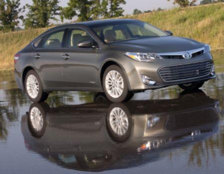 2013 Toyota Avalon Hybrid/Images courtesy Toyota