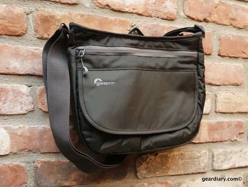 Lowepro Streamline 150 Lets You take Your Shooter and Reading Material On the Go