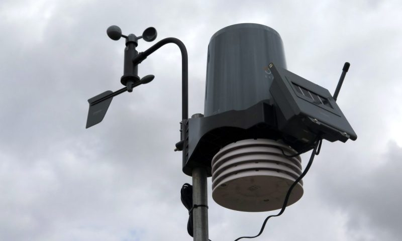 Gear Diary Oregon Scientific Ultra Precision Professional Weather Station WMR300-018