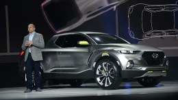 Hyundai Debuts New Sonata Hybrid Sedans and Santa Cruz Crossover Concept Truck