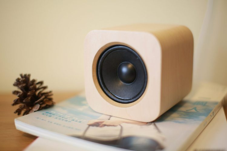 Sugr Cube Is a Minimalistic and Beautiful Touch-Based WiFi Speaker