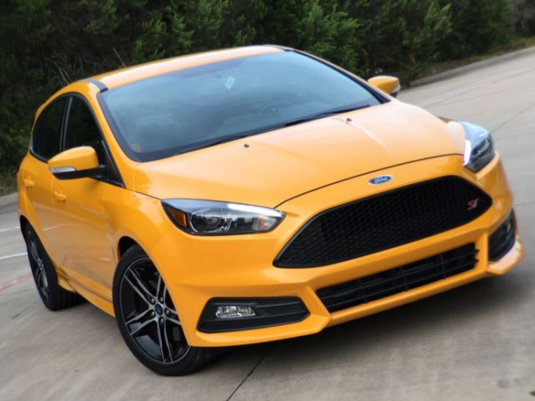 2015 Ford Focus ST/Images by David Goodspeed