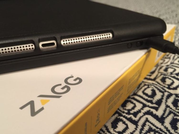 GearDiary ZAGG Folio Is a Great Travel Companion for the iPad Air!