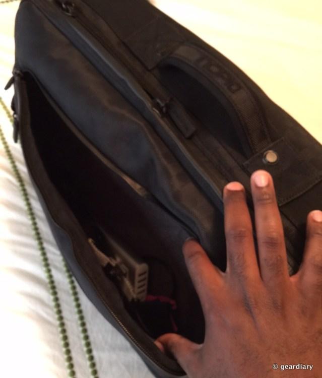 GearDiary Incipio's Weekender Bag Is a Classy Way to Get Away