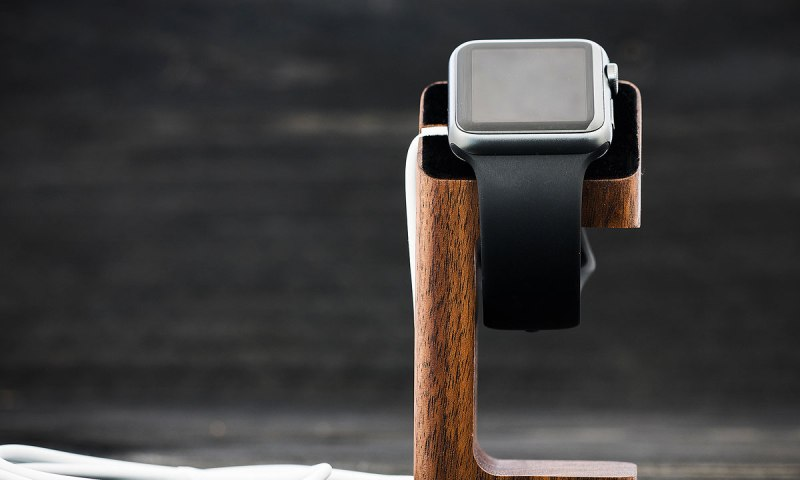wood-charging-stand-for-apple-watch-walnut-2