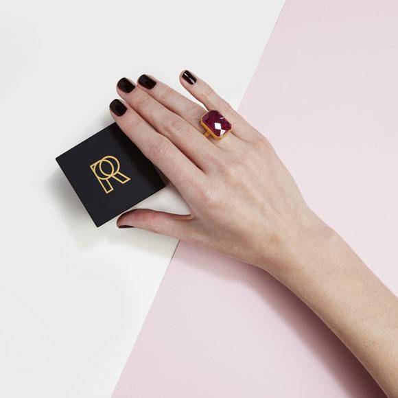 wine-bar-pink-sapphire-01-hand